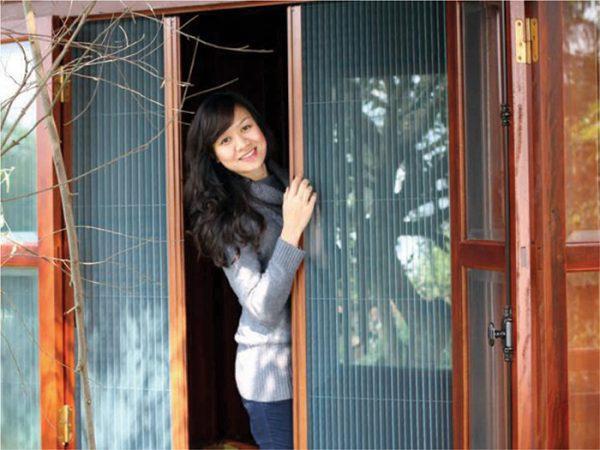 Cửa lưới chống muỗi dạng xếp loại bỏ côn trùng vào nhà
