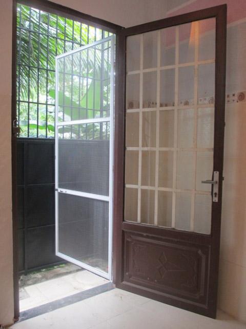 Cửa lưới chống muỗi dạng đóng mở bảo vệ an toàn cho các gia đình