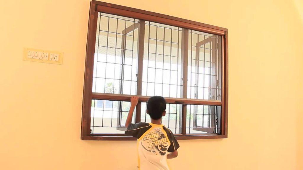 Cửa lưới ngăn muỗi tự cuốn bảo vệ tổ ấm gia đình